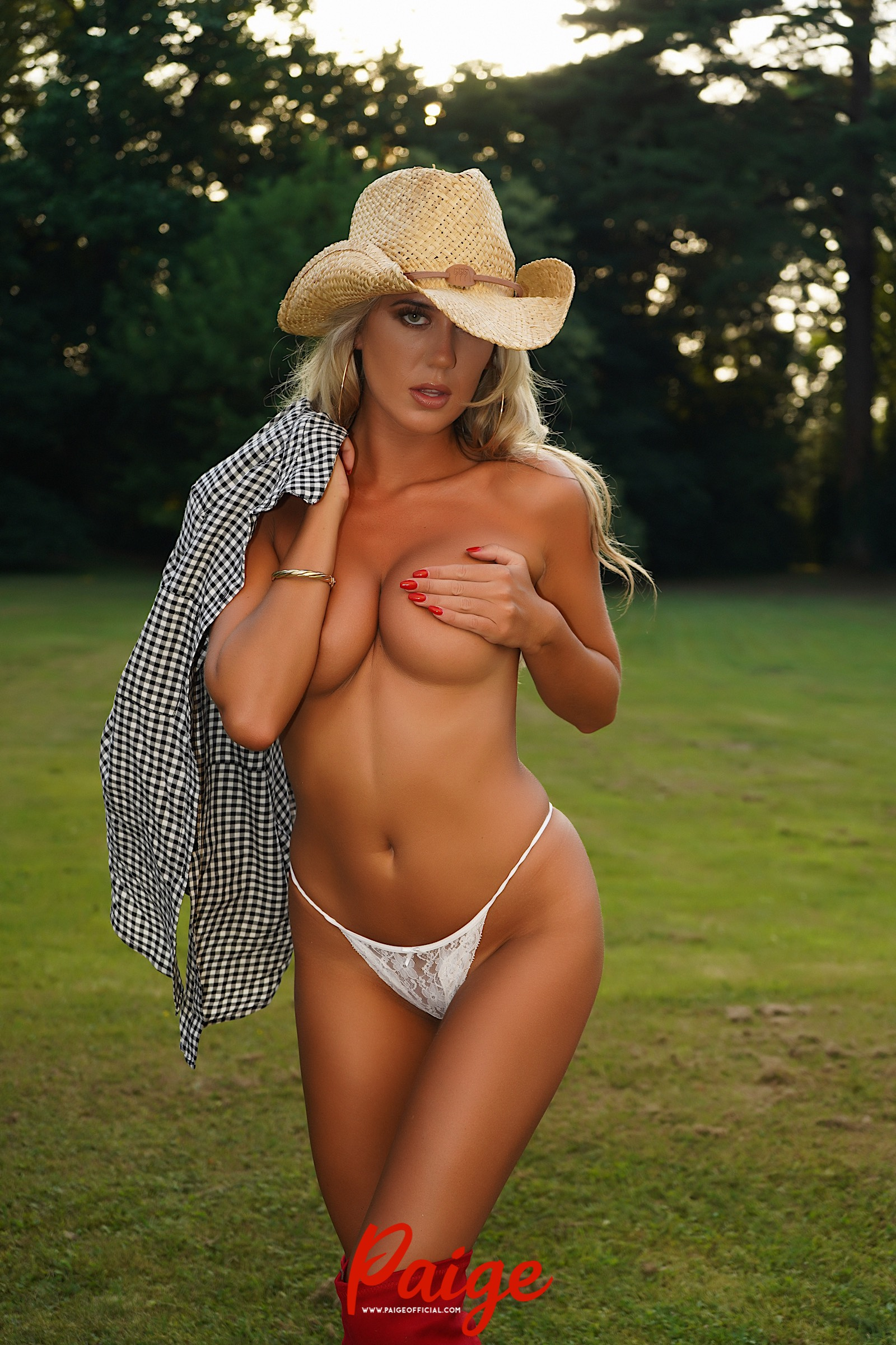 Cowgirl – 120 Uncensored Images